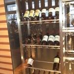 10996611 - ワインはこのお店の自慢の一つです。