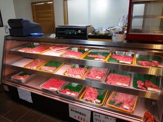 多来多来 - 肉の販売も