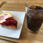 いちごの丘 - いちごロール& いちごタルト+drinkアイスコーヒー