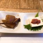 蕎肆 穂乃香 - お通し 煮物とチーズ豆腐