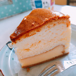パティスリーフォンセ - 料理写真:ベイクドチーズとスフレチーズの二層のハーモニーやぁ〜
