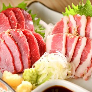 赤鶏は宮崎県、馬肉は熊本県から直送!鮮度命の刺し料理をどうぞ