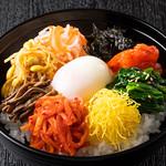 焼肉チャンピオン - ビビンバ丼(温玉付き)
