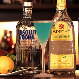 カクテル、ウイスキーの豊富さはBarならでは。その数300種