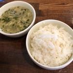 中華バルSAISAI。 - 干し椎茸と大葉のスープ、ご飯