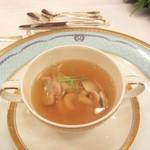 綱町三井倶楽部 - 2011蛤と鱈白子のコンソメ