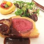 綱町三井倶楽部 - 2011黒毛和牛ヒレ肉のウェリントン風フォアグラ添え