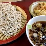 丹波屋 - 天もり@390円   いやぁ、ツユが美味しかった!もりだけど天ぷらに出汁かけてくれるし!最高ですな!