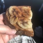 ワッカヤ - バナナとピーナツのタルティーヌ
