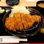 かつ屋 - ジャンボロースかつ膳(1290円+税)