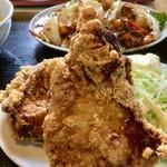 豚福 - 料理写真:中華ランチ(750円)の巨大から揚げ(2019.06.現在)