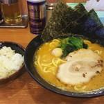 横浜家系ラーメン 代々木商店 - ラーメン+ライス ¥700+無料