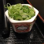 麺闘庵 - 別添えの小口ネギ