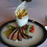 JOUER NOVEL - サーロインステーキのグリル  バルサミコトマトのローストと蒸しアスパラガス シェルフィッシュバター風味