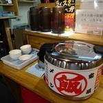 横濱家系らぁめん 辻田家 - 税込み200円で食べ放題のライスバーコーナー