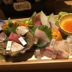 玄海の活魚と糸島直送の食 博多居酒屋 どげん海 - 刺身盛り