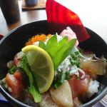 110035586 - 蕎麦海鮮丼御膳:海鮮バラチラシ丼