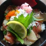 御曹司きよやす邸 - 蕎麦海鮮丼御膳:海鮮バラチラシ丼