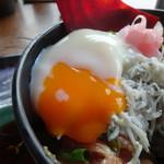 110035637 - 蕎麦海鮮丼御膳:海鮮バラチラシ丼に温玉