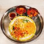 ゼロワンカレー - レディースセットのカレー(レモンライスと副菜、カレー2種、トマトラッサム)