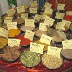 インド家庭料理 サンタナ - スパイス各種