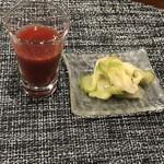 110050560 - セットのスムージーと搾菜