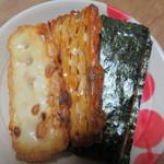 Hotsugawaararehompo - やかたには3種類のおかきが入っています