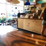 Coffee Shop 831 - オールドハワイアンな雰囲気
