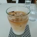 カフェ 風のほとりで - ドリンク写真:アイスカフェラテ