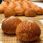 ブーランジュリー ウィンザー - 料理写真:他とは一味違う、ハードタイプの塩パン。リピーター率高し。