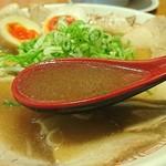 二両半 - 豚骨ベースの醤油スープ