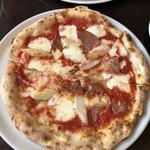 Pizzeria San Gusto - マルゲリータベース、ハムとアスパラガス