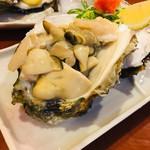 丸八寿司 - 岩牡蠣  大きすぎるため食べやすくしてます