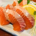 丸八寿司 - サーモン刺身  脂ノリノリ