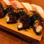 丸八寿司 - 鰻と蟹身の握り