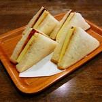 コブ - チーズトースト(450円)
