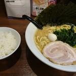 吟家 - 料理写真:醤油ラーメン+海苔増し+半ライス!ヾ(≧∀≦*)ノ〃