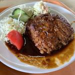 阿波っ子 - 料理写真:デミグラスソースのハンバーグ。形は…かなり美味しい。