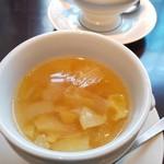 ビストロ ワイン カフェ ハース - スープ:コトコト煮込んだコンソメスープ生姜風味
