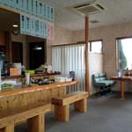 温泉うどん - 元喫茶店をそのまま使ったお店です。