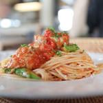 マテルガーデンカフェ - 料理写真:チキンとアスパラのトマトソースパスタ☆