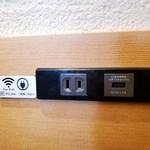 110095936 - フリーWi-Fiの案内とコンセント