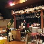 味倶楽部 月家 - 豊富なワインが店内にはたくさん♪