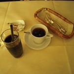トラットリア カンパーナ - ホットとアイスのコーヒーも定番です