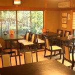 弁天茶屋 - 冬の夕暮れ。画像右側の窓からは、鷹が峰方面が望めます。