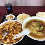 四川飯店 - 料理写真:麻婆豆腐+台湾ラーメン