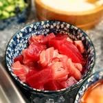 海女小屋食堂 - 2019年6月16日、なんと近海マグロ。 し!か!も!食べ放題。 こちらは海鮮のっけ丼コーナーにありますよ〜。