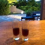 110105842 - 中庭の見えるお部屋で頂く柿の葉とレモングラスのお茶