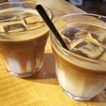 ナカマチ カフェ - ハニーラテとキャラメルラテ
