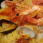 鉄鍋ビストロ&ワイン デリカージュ - 南部鉄器で作られた魚介の炊き込みご飯パエリア風
